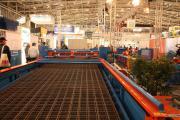 Машина для автоматической подачи сварной сетки из штабеля к станку для резки сетки